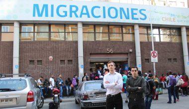 Emprendimiento de ex alumnos de Negocios conecta a empresarios con talento inmigrante