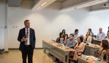 Felipe Kast y Máximo Pacheco dictaron charla para alumnos del Multinational MBA
