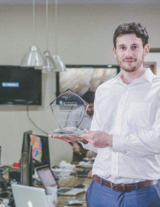 Yu-Track, la app de geolocalización de Ingeniero Comercial UAI premiada como la mejor de Latinoamérica