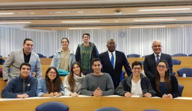 Michael McMillan, director del programa de ética de CFA Institute visitó la UAI