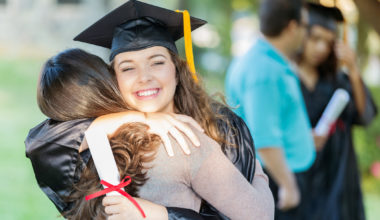 Escuela de Negocios UAI junto a Club 30% presentan programa de becas para mujeres en MBA's